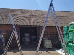 Алюминиевая трехсекционная универсальная лестница 3 х 6 ступ