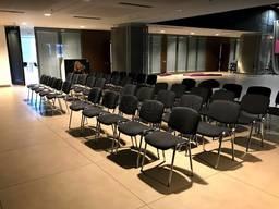 Аренда серых стульев для форумов