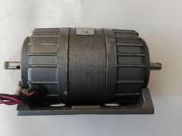Асинхронный трехфазный электродвигатель АВ-042-2му3