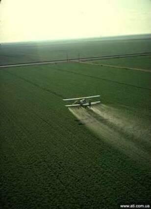 Авіавнесення засобів захисту рослин ЗЗР літаками Ан-2