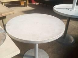 Б/у белый стол для кафе, ресторанов, баров