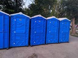 Биотуалет. Уличный дачный туалет. Туалетная кабина летняя.