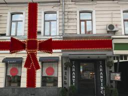 Большой бант для украшения фасада, украсить фасад бантом