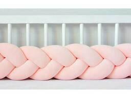 Бортик в детскую кроватку Хатка в виде косички Персиковый, 120 см (одна сторона кроватки)