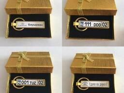 Брелок-номерной знак с линзовым покрытием за 1 час