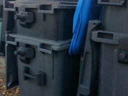 Б/У пластиковий контейнер для сміття 660 л.