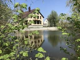 Будинок в с. Трушки з власним озером.