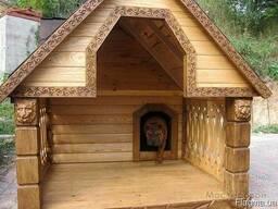 Будка вольер деревянный для собаки с декоративной резьбой