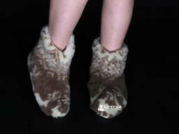 Чуни женские из шерсти мериносовой овчины темные с оленями