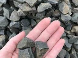 Чёрная базальтовая крошка 8-12 мм/ 15-25 мм (мешок 25кг)