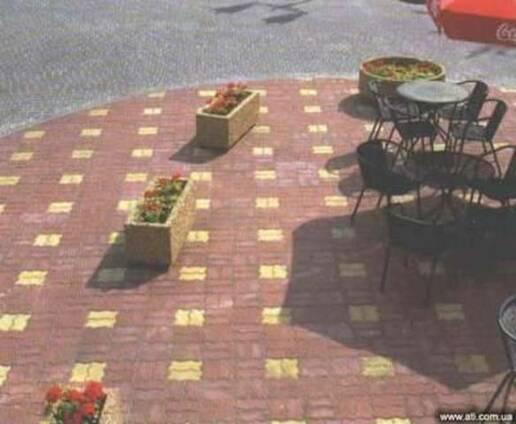 Цветники, урны, тротуарная плитка