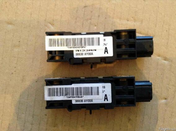 Датчик удара 98830-AY00A на Nissan Pathfinder 05-12 (Ниссан