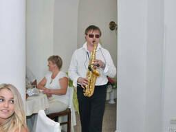 Саксофонист проведёт праздник 8 марта