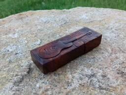 Деревяна флешка