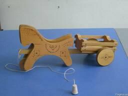 Деревянная лошадка с тележкой