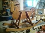 Деревянная резная лошадка-качалка для ребенка - фото 1