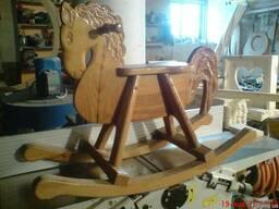 Деревянная резная лошадка-качалка для ребенка