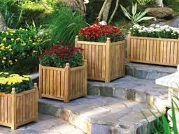 Деревянное кашпо для двора