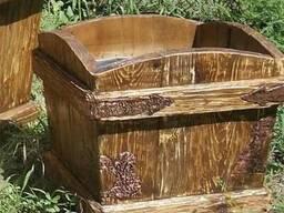 Деревянное садовое кашпо