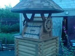 Деревянный резной дубовый домик для колодца