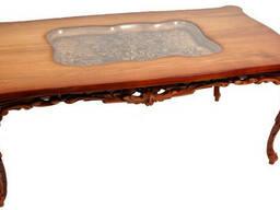 Деревянный резной столик