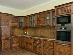 Деревянные фасады на кухню из натурального дерева