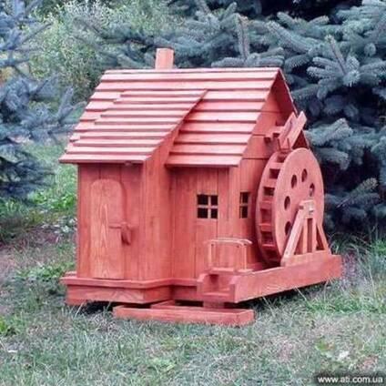 Деревянные мельницы, телеги, колодцы, пушки.