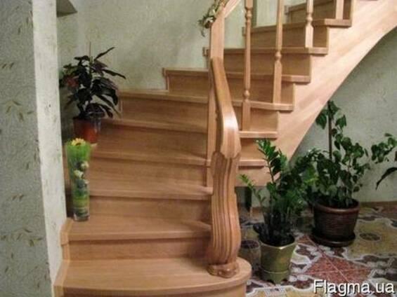 Деревяные Лесницы(сходи) ступени поручни балясини