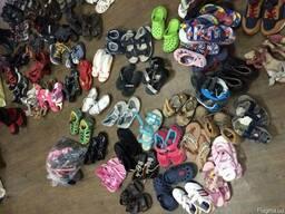 Детская обувь сорт экстра, крем по 9 евро/кг.
