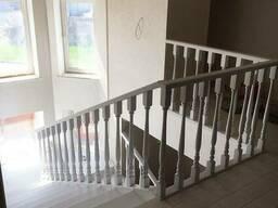 Дизайнерские лестницы для дома из дерева в белый цвет