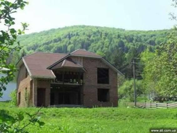Дом в Карпатах. г.Косов, зеленая зона, 2 этажа, кирпич