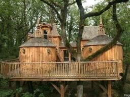 Дом на дереве с открытой площадкой