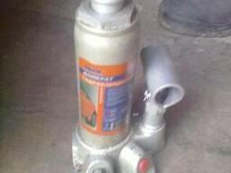 Домкрат гидравлический бутылочный 2т б/у