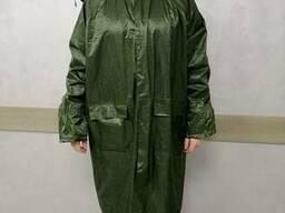 Дождевик зеленого цвета