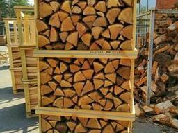 Дрова колотые твердых пород дерева - дуб, ясень