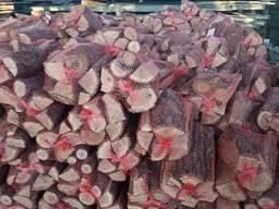 Дрова продам в сетке дуб, ясень, отличного качества. ..