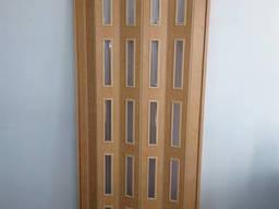 Дверь остекленная 860х2030х6мм яблоня 809 гармошка. ..