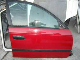 Дверь передняя правая Toyota Avensis (1998-2003)