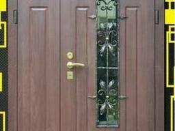 Дверь входная с ковкой и окном