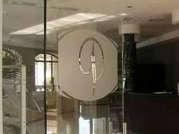 Двери и перегородки из каленого стекла