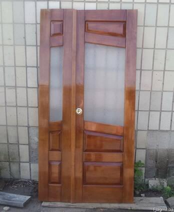 Двери из дерева