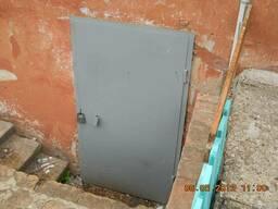 Двері в підвал
