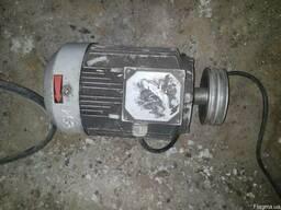 Двигатель асинхронный АИР 10012 уз