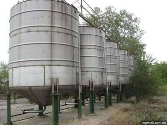 Емкость бочка нержавеющая резервуар нержавеющий 25 м. куб.