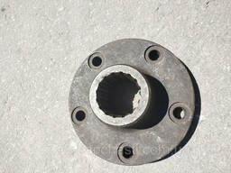 Фланец шлицевого вала привода муфты (корзины) сцепления Нива, Енисей 54-62247Б