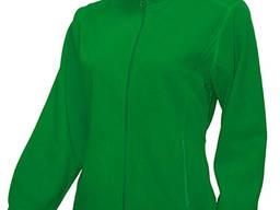 Женский флисовый свитер зеленого цвета.