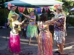 Гавайские наряды на прокат, гавайские бусы, юбки, пальмы