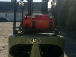 Газовый вилочный погрузчик 2,5 тонны UN FL25T б/у - фото 2