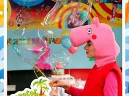 Гигантские мыльные пузыри.Человек в пузыре.Шоу мыльных пузыр