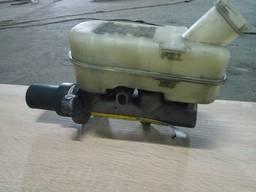 Главный тормозной цилиндр Crysler Voyager 1998